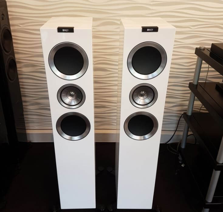 image of the KEF R900 speakers - color white